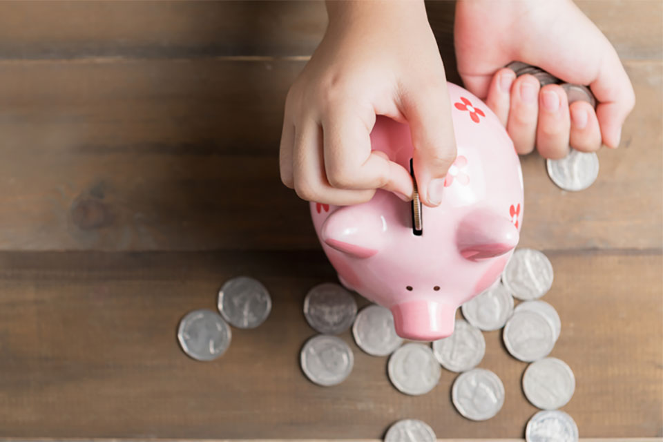 What Is a Good Age to Start Encouraging Kids to Save Money?